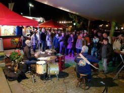 Musik und gute Stimmung am Weinbrunnen zum Weinfest
